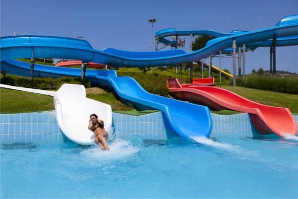Aquadiver platja d 39 aro parque acu tico for Hoteles en salou con piscina