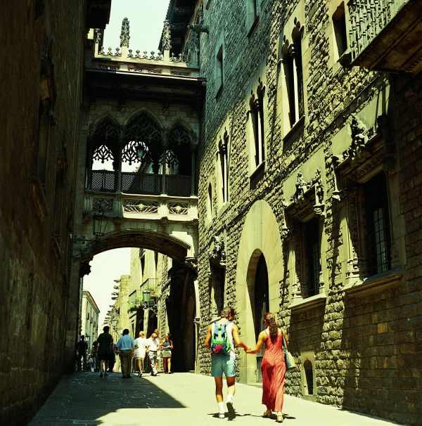 Barrio Gotico en Calle del Bisbe de Barcelona