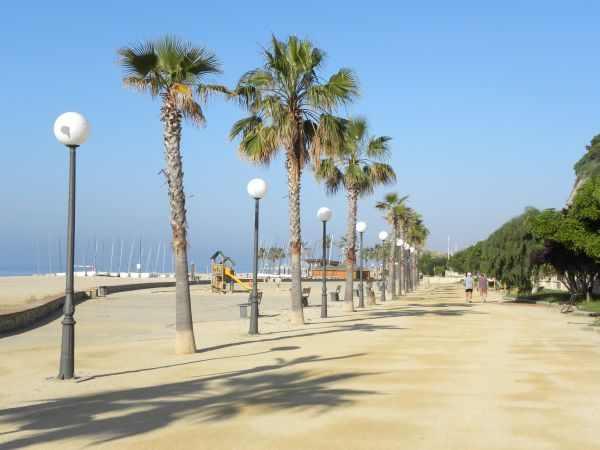 Canet de mar costa del marese playa de canet de mar for Piscina canet de mar