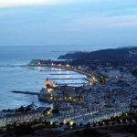 Panorámica de Sitges de noche en la Costa del Garraf