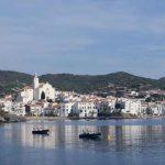 Vista del tranquilo pueblo de la Costa Brava, Cadaqués