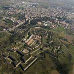 Vista panorámica del Castillo de Figueres en la Costa Brava