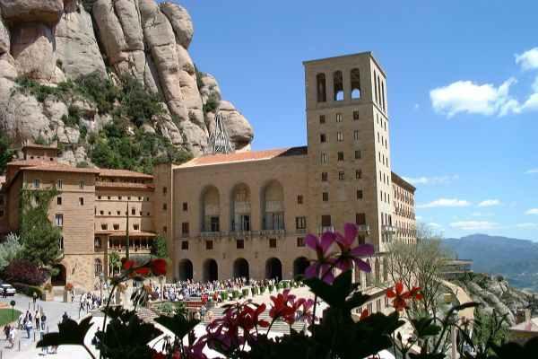 Fachada de Montserrat