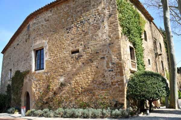 Fachada del Casa-Museo Castillo Gala Dalí en Púbol