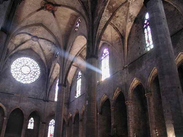 Catedral de santa maria del mar barcelona el born for Interior de la catedral de barcelona
