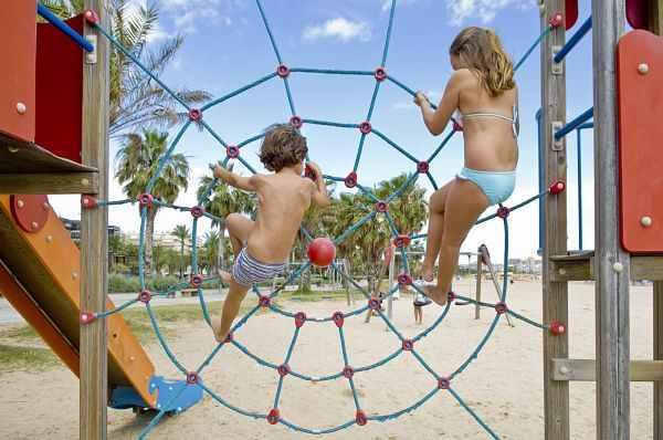 Juegos infantiles en las playas de Salou