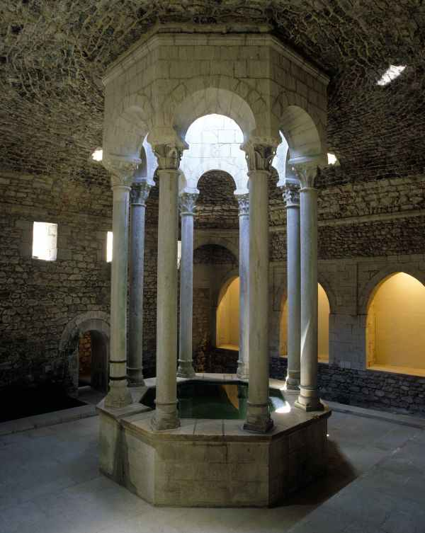 Girona, baños . Ruta del centro histórico