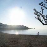 Puesta de sol desde la playa principal de Cadaqués