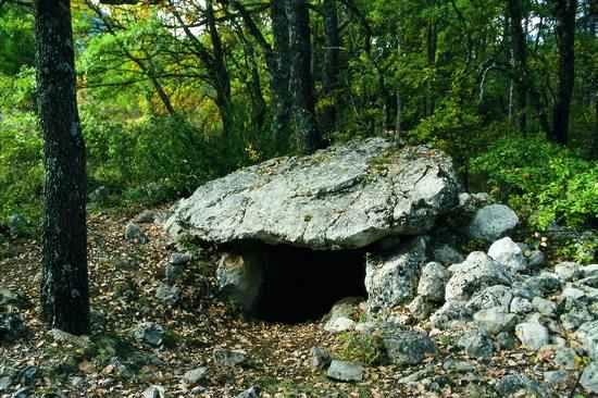 Monumentos megalíticos en Cabó