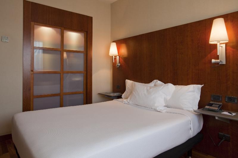 Hotel ac hotel alcala by marriott m s entradas parque for Hotel oceanografic ninos